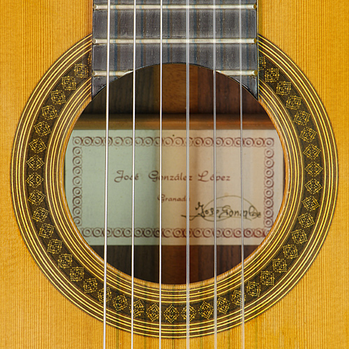 rosette and label of José González Lopez classical guitar cedar, rosewood, year 2004